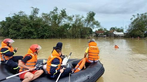 Thừa Thiên – Huế: Tìm thấy thi thể người đàn ông mất tích do lật ghe trên đường đi cứu trợ