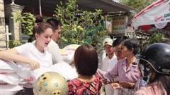 Nữ hoàng nội y Ngọc Trinh bị chỉ trích vì không làm từ thiện vùng lũ