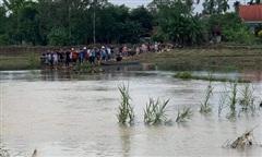 Hai em học sinh lớp 7 rớt xuống suối, một em chết đuối