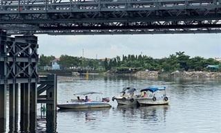 TPHCM: Bị sà lan va trúng, mố cầu sắt An Phú Đông bị lệch