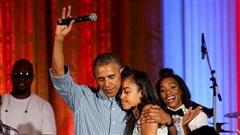 Vợ chồng cựu Tổng thống Obama từng viết thư xin lỗi người yêu của con gái lớn, phản ứng 'đằng trai' gây bất ngờ