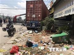 Bình Dương: Xe container mất lái đâm liên tiếp 5 cửa hàng, siêu thị
