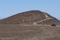 Bí ẩn hình vẽ mèo khổng lồ 2.200 năm tuổi trên núi cao