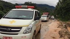 Vụ sạt lở tại Sư đoàn 337 – Quảng Trị: Xe cứu thương vào hiện trường đưa các nạn nhân ra ngoài