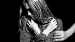Truy bắt đối tượng tấn công tình dục cô gái người Anh, cướp tài sản