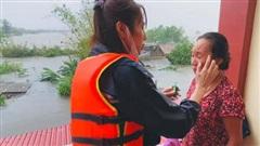 Thủy Tiên đã nhận được hơn 100 tỷ đồng để cứu trợ miền Trung