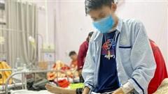 Chàng trai 21 năm chống chọi với căn bệnh khiến máu chảy không ngừng