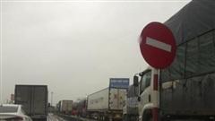 Đóng đường tránh TP Hà Tĩnh, phương tiện xếp hàng dài cả chục cây số