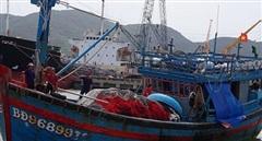 Đưa ngư dân tử nạn khi đang hành nghề giữa khơi xa về đất liền