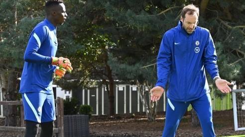 Chelsea gây sốc, đăng ký Petr Cech thi đấu trở lại
