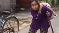 Clip: Xúc động cảnh cụ bà ở Hải Dương cõng bao tải quần áo và mì tôm cứu trợ miền Trung