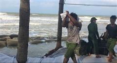 Khẩn cấp ngăn sạt lở nghiêm trọng bờ biển Cửa Đại