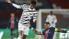 Fan phấn khích khi MU hạ gục PSG trong trận mở màn vòng bảng Champions League.
