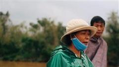 Trực tiếp từ Quảng Trị: Vết chân trần và những con đường chìm trong biển nước