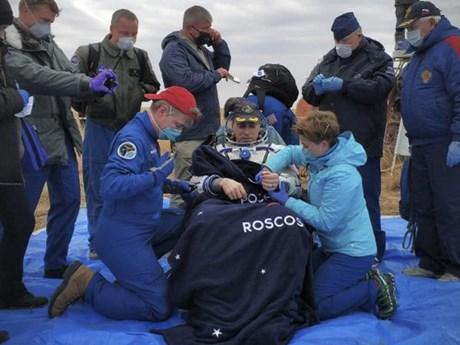 Ba nhà du hành vũ trụ làm việc trên ISS trở về Trái Đất an toàn