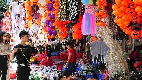 Qua Trung thu, phố Hàng Mã lại tất bật với lễ hội Halloween