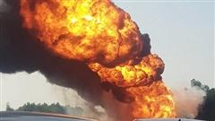 Xe bồn chở xăng phát nổ, bốc cháy dữ dội trên cao tốc Hà Nội - Hải Phòng