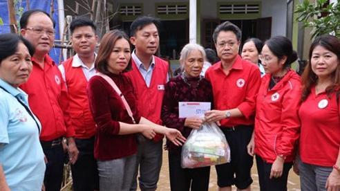 Hội Chữ thập đỏ thành phố Hà Nội kịp thời hỗ trợ người dân tỉnh Hà Tĩnh và Quảng Bình