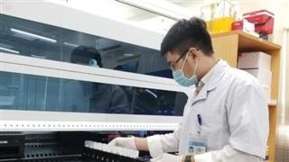 Trung bình mỗi ngày Bệnh viện Hùng Vương thực hiện 9.000 mẫu xét nghiệm