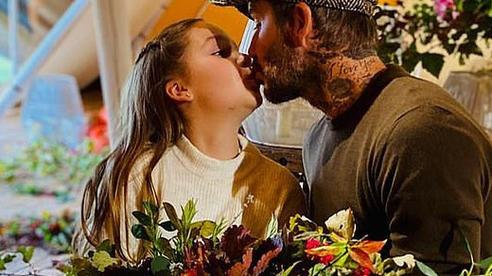 Tiếp tục khiến dư luận xôn xao khi hôn môi con gái 9 tuổi, David Beckham bị chỉ trích và yêu cầu chấm dứt hành động này