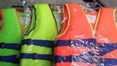 Xuất cấp xuồng, phao cứu sinh hỗ trợ 5 tỉnh khắc phục hậu quả mưa lũ