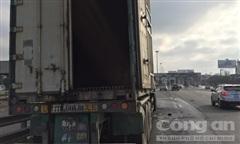 Xe container bốc cháy trước trạm thu phí cầu Đồng Nai, tài xế thoát nạn