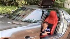 Bị chỉ trích vì lái Rolls Royce tới trường đón con, phụ huynh đáp trả khiến tất cả 'câm nín'