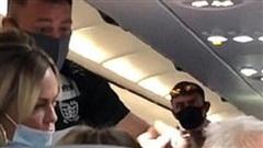 Vợ thẳng tay tát chồng trên máy bay, khi biết nguyên nhân ai cũng vỗ tay rần rần