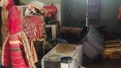 Chùm ảnh: Xót xa khung cảnh tan hoang, nhà cửa điêu tàn, tài sản bị hủy hoại sau khi lũ rút