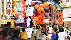 Phố Hàng Mã lại thay áo mới trước thềm Halloween