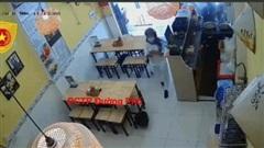 Clip: Cô gái ăn mặc sang trọng vào quán bún đậu rồi lén lấy trộm điện thoại