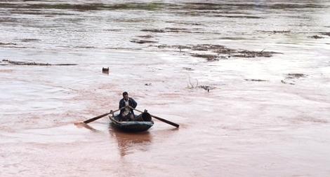 Lật xuồng trong lòng hồ thủy điện, hai người đàn ông chết đuối