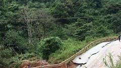 Nhiều tuyến quốc lộ tại miền Trung vẫn bị chia cắt, hư hỏng nặng chưa thể lưu thông
