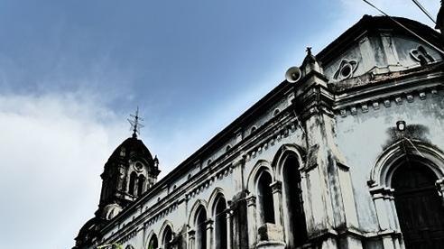 Chuyện chưa kể về nhà thờ hơn 100 tuổi nằm trên mỏm núi hình con rùa