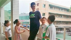 Nam sinh lớp 9 cao hơn hai mét và tiếp tục cao thêm