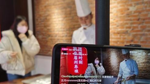 Vì sao giới trẻ Trung Quốc lại hào phóng chi tiền tặng các livestreamer?