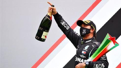 Lewis Hamilton phá vỡ kỷ lục của huyền thoại Michael Schumacher