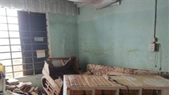Xót xa nhìn cảnh ngôi nhà hoang tàn của vợ chồng bác sĩ trực xuyên lũ