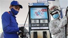 Giá xăng dầu ngày mai: Chờ quyết định giảm giá