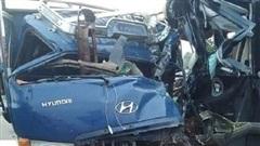 Xe khách đối đầu xe tải ở Đồng Nai,  tài xế tử vong