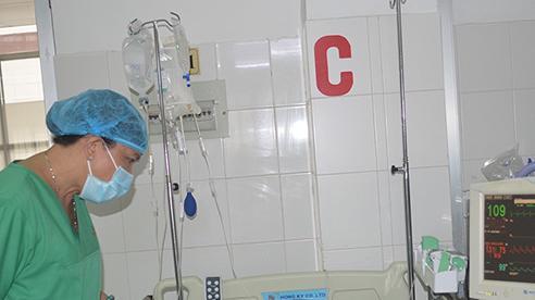 20 bác sĩ của 6 khoa được huy động cứu cô gái bị tai nạn giao thông