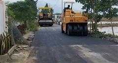 Khẩn cấp khắc phục đường giao thông hư hỏng cho người dân vùng lũ