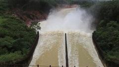 Hồ Kẻ Gỗ tăng lưu lượng xả tràn để đón lũ