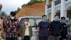 Giữa đêm, chặn bắt 3 ô tô chở 20 người nhập cảnh trái phép trên cao tốc Hà Nội-Hải Phòng