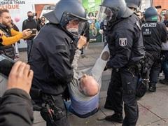 Đức: Cảnh sát giải tán người biểu tình vi phạm quy định phòng dịch