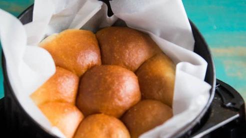 Chỉ cần nồi chiên không dầu bạn cũng có thể làm bánh mì sữa ngon tuyệt đỉnh!