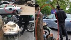 Xe máy cũ nát chở 'vũ khí hạng nặng' đâm thủng 'xế sang' giữa phố khiến dân tình thót tim