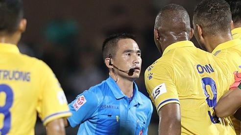 V-League sắp hạ màn: Trụ hạng nhờ… ông trời?