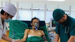 5 tiếng căng thẳng cứu người đàn ông ho gần nửa lít máu mỗi lần