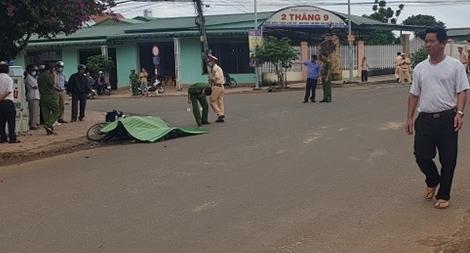Ngã xuống đường, một phụ nữ bị xe tải tông tử vong